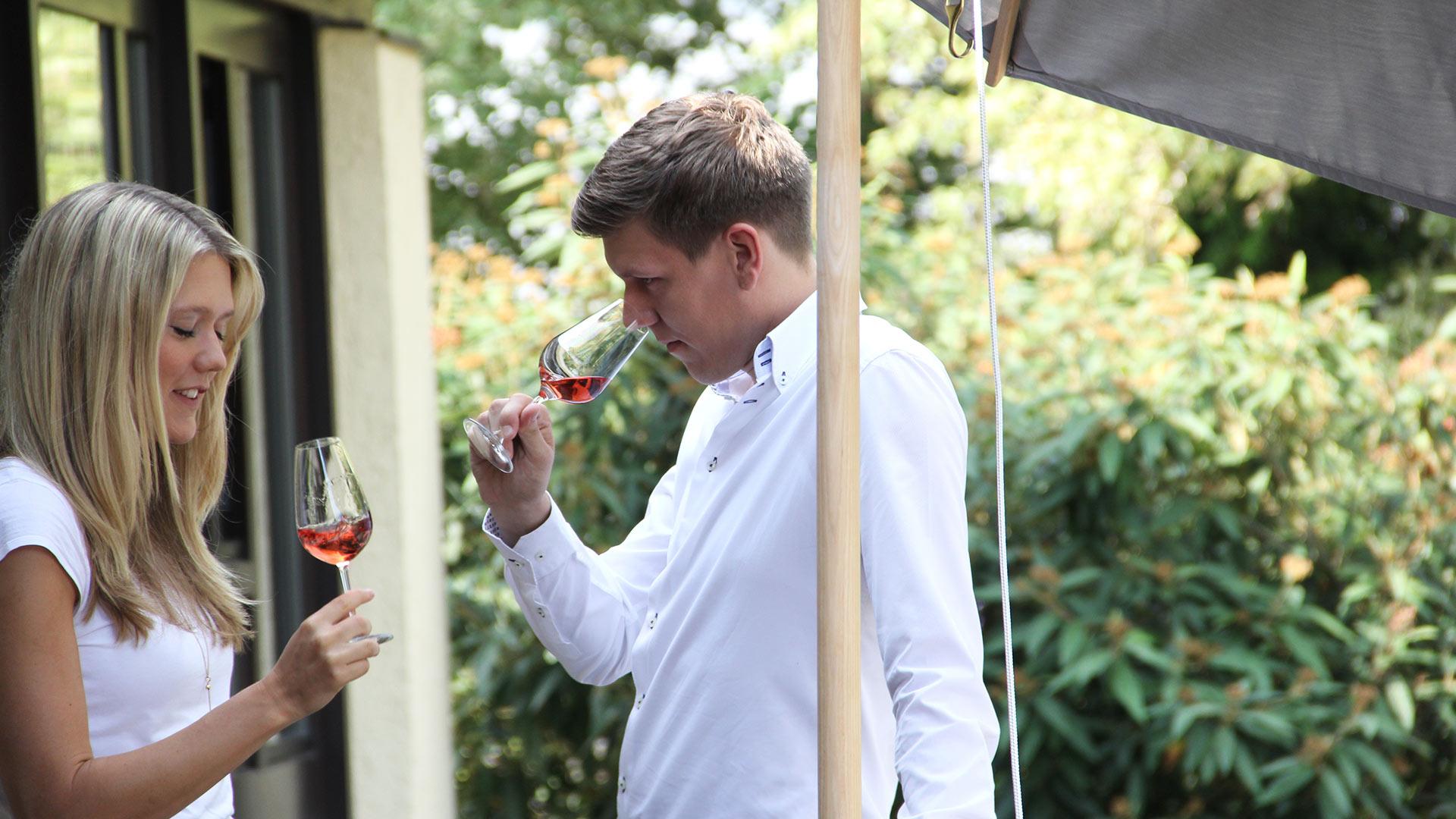 Tanja und Marc Baumann bei der Weinprobe